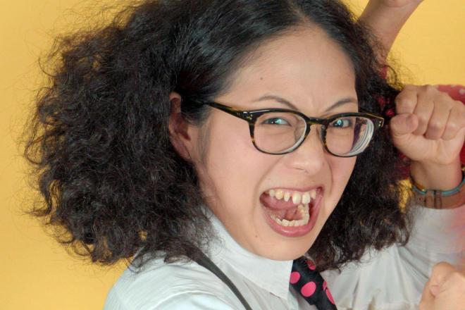 アルミカンの赤阪侑子さん。もじゃもじゃヘアがトレードマーク