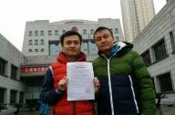 当事者の孫文麟さん(左)と胡明亮さん(右)