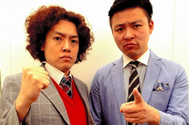 アルミカンの赤阪侑子さんが似ていると突っ込まれた学天即の四条和也さん(左)。隣は相方の奥田修二さん=2015年