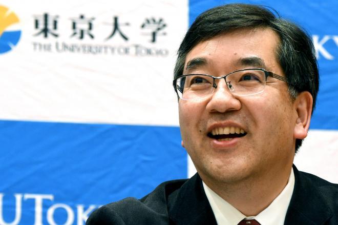 2014年11月27日、東京大学総長が決まり会見する五神真さん。入学式でのあいさつがネットで話題に