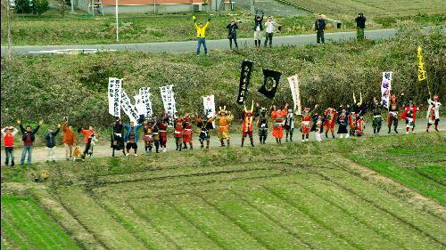 九州新幹線のCMに登場する武者姿の人たち=JR九州提供