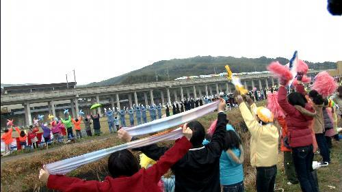 全線開通した九州新幹線をPRするCM=JR九州提供