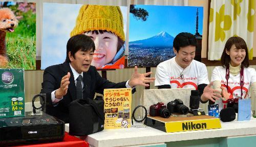 最後のテレビ出演で商品を紹介するジャパネットたかた創業者の高田明氏=2016年1月15日