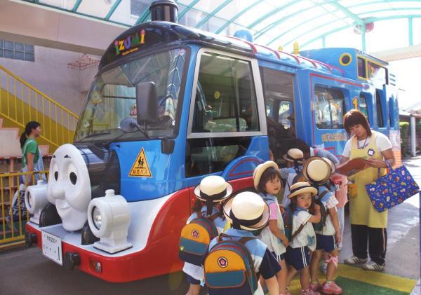 トーマス形の幼稚園送迎バス