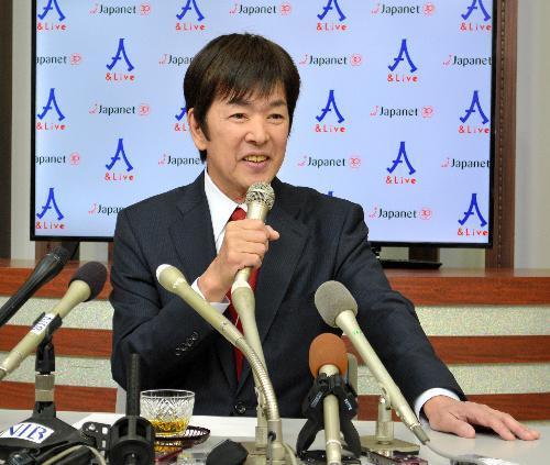 最後の出演に際し会見したジャパネットたかた創業者の高田明前社長=2016年1月15日