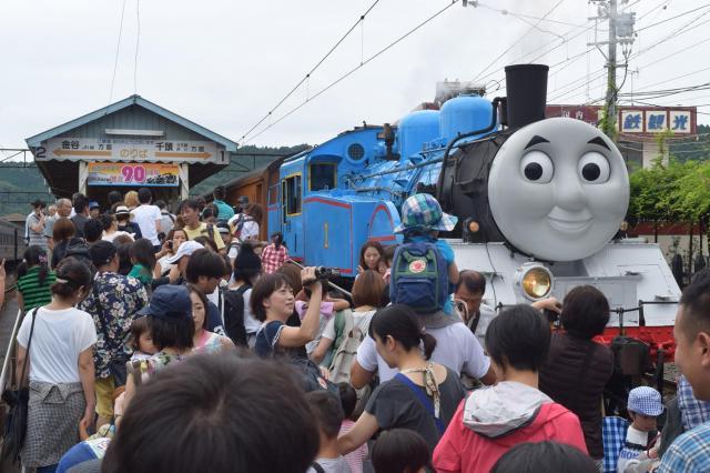 大井川鉄道の「きかんしゃトーマス号」=2015年