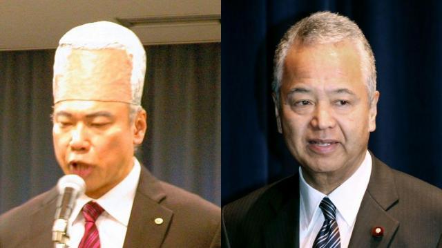 額が強調された甘利明・前経済再生相に扮したメンバー。右は本物の甘利明・前経済再生相=東京都渋谷区