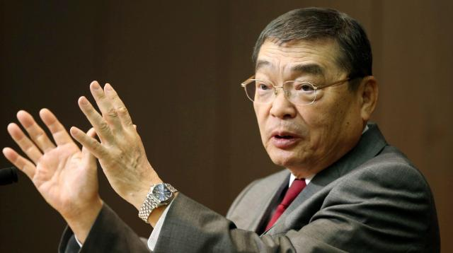 就任会見で記者の質問に答えるNHKの籾井勝人会長=2014年1月25日