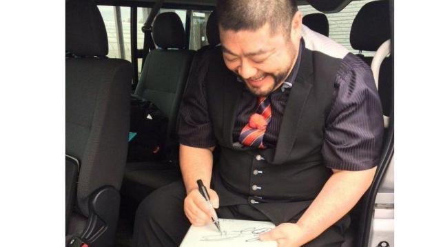 実はサインが苦手な髭男爵の山田さん