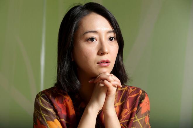 フランス人女性との結婚を公表し、レズビアンとして文筆活動もしてきた牧村朝子さん=杉本康弘撮影