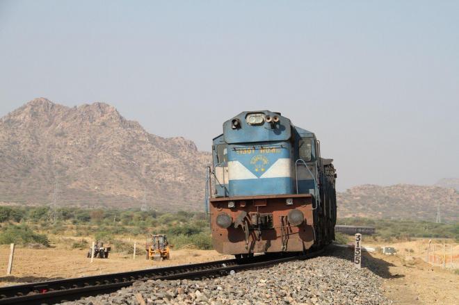 「世界の車窓から」1万回から。インドのラジャスタン州を走る=テレビ朝日提供