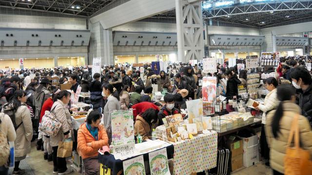 コミックマーケット(コミケ)でにぎわう東京ビッグサイト=2015年12月29日