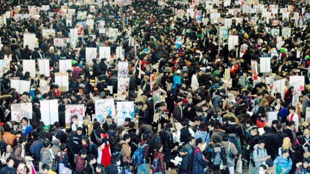 大勢のファンが集まった同人誌即売会「コミックマーケット」=2013年12月30日