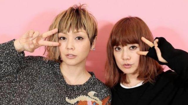 PUFFYの大貫亜美さん(右)と吉村由美さん