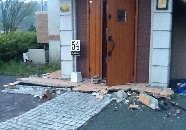 対馬さんが南阿蘇村で下宿していたアパート。大きな被害を受けた=写真はいずれも対馬さん提供