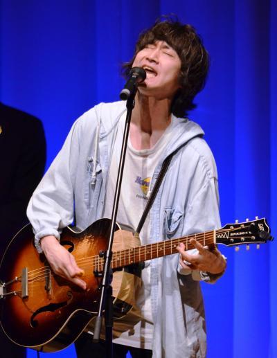 主題歌を歌うバンド「忘れらんねえよ」ボーカルの柴田隆浩さん=5月17日午後、東京・有楽町、佐々木洋輔撮影