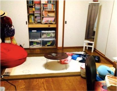 自分の部屋の何気ない写真から、住所がばれてしまう=講演資料より