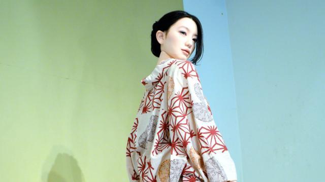 池永さんの絵画「如雨露」の女性を再現したラブドール=東京・銀座のヴァニラ画廊
