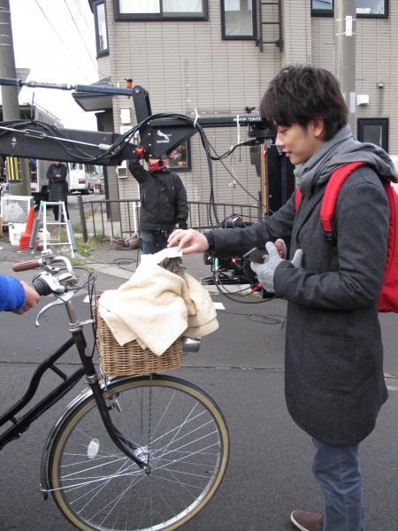 撮影中、キャベツを演じたパンプくんを気遣う佐藤健さん