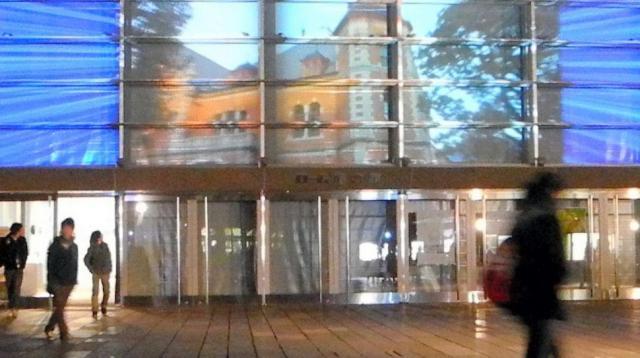 新島襄の半生が「プロジェクションマッピング」で投影された同志社大の校舎