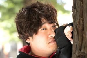 ミュージックビデオあるある「岡崎体育」今も地元でバイト…その素顔