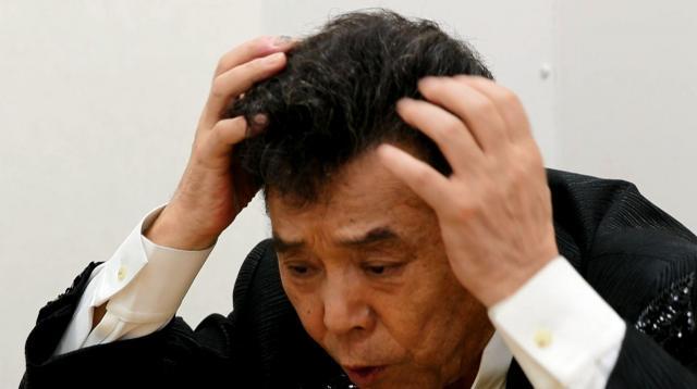 「一時カツラ疑惑も出たけどね。俺の毛、本物だよ。これ、ぜひ引っ張って。ガバーッてやって」と豪語する冠二郎さん