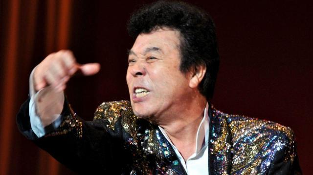 熱唱する冠二郎さん=2012年9月30日