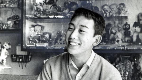 冠二郎さんがまねした「潮来(いたこ)刈り」の橋幸夫さん=1961年3月29日
