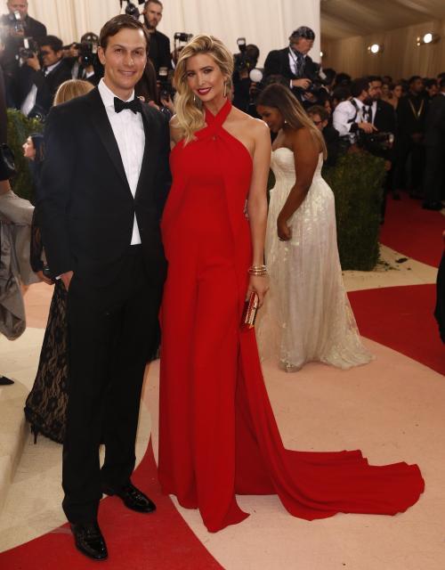 ニューヨークのメトロポリタン美術館のパーティに出席したイヴァンカ氏夫妻=2016年3月