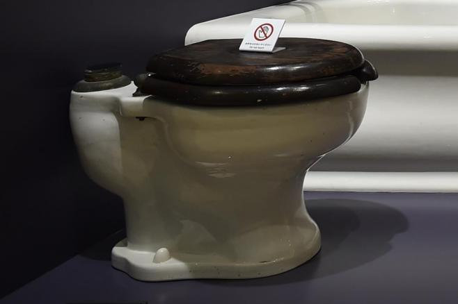 TOTOミュージアムで展示される「旧総理大臣官邸の便器」