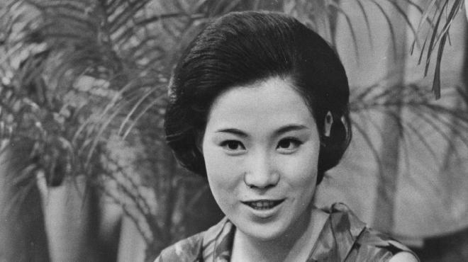 「この世の花」でデビュー後もヒットを連発、スター歌手になった1967年当時の島倉千代子さん