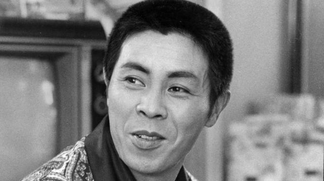 1973年7月、梅田コマ劇場で撮影された歌手の北島三郎さんの写真。デビュー当時は演歌というジャンルはなかった