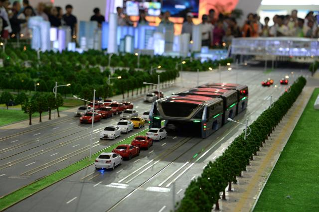 国際見本市「北京科学技術博覧会」で展覧された巴鉄の模型=2016年5月20日