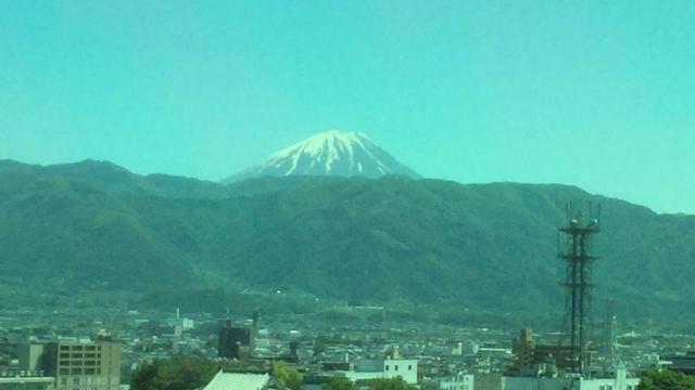 地方局のレギュラー番組のため移動中、髭男爵の山田ルイ53世さんが撮影した富士山