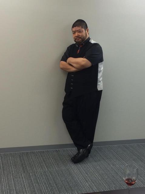 髭男爵の山田ルイ53世さんの決めポーズ。これはこれで似合う