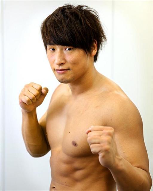プロレスラーの飯伏幸太さんの鍛えられた肉体=東京都港区、池永牧子撮影