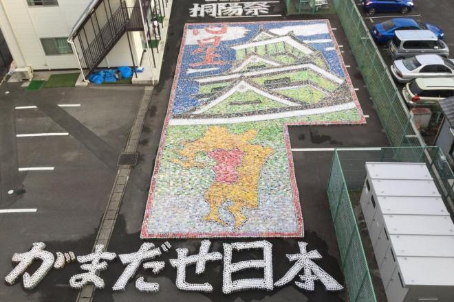 5万個のアルミ缶を使って制作した熊本城
