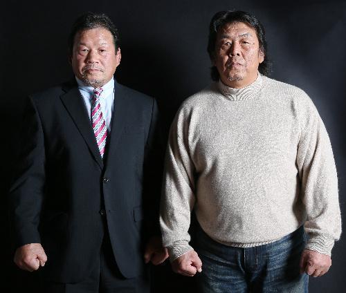 長州力さん(右)と藤波辰爾さん=2016年1月7日、早坂元興撮影