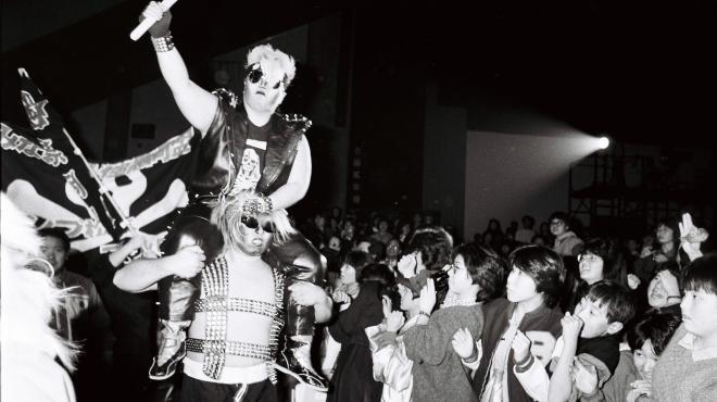 全日本女子プロレスのヒールユニット、極悪同盟。中央はダンプ松本=1985年12月12日