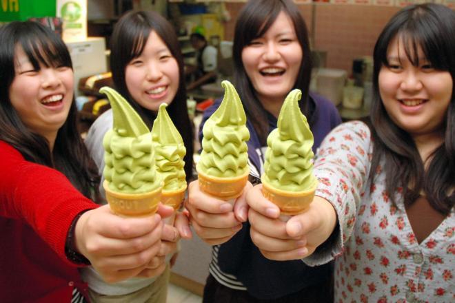 抹茶ソフト発祥の地、和歌山の「グリーンソフト」。写真は「やらかいの」