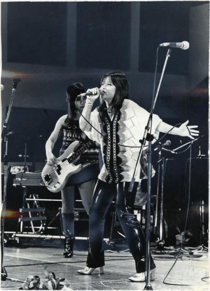 第16回ポピュラーソングコンテストつま恋本選で演奏する「猫娘」。ボーカルは斎藤美和子さん=1978年10月1日
