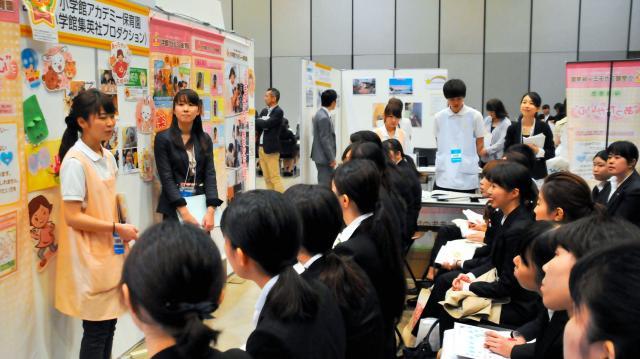 都内であった保育士就職セミナーの様子=2016年4月23日、東京都渋谷区