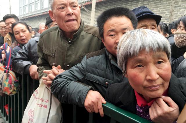 直訴のため北京の中央政府に詰めかける人々=2016年3月