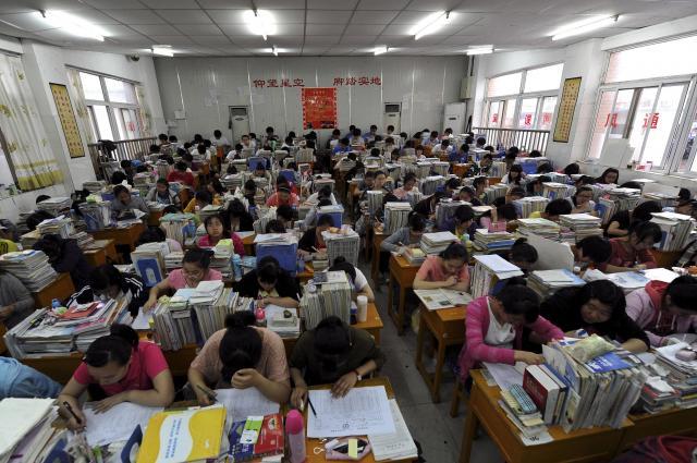 ラストスパートをかけた受験生たち=安徽省、2012年6月