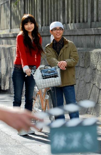 八嶋智人さんと佐藤江梨子さん=2007年11月19日、大阪市天王寺区で