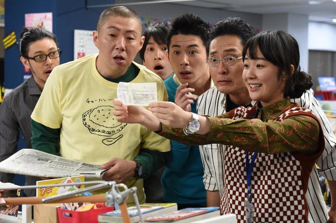 黒木華さん演じる新人編集者・黒沢心(右)が主人公の「重版出来!」