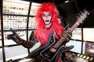 千葉県市川市を拠点に注目を集めるロックシンガーのジャガーさん=早坂元興撮影