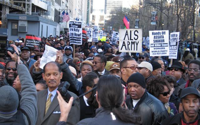 ニューヨークでのデモの様子(※本文とは直接関係ありません)=2006年、マンハッタン