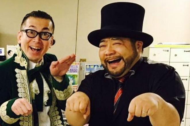 髭男爵の山田ルイ53世さん。相方と笑顔でポーズ。手帳を埋める「(仮)」が「(決)」になる日は…