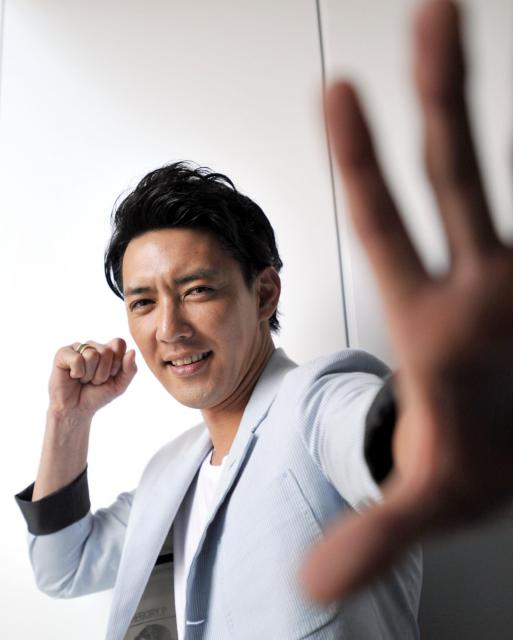 俳優としての原点にヒーロー役の経験があるという金子昇さん=金居達朗撮影